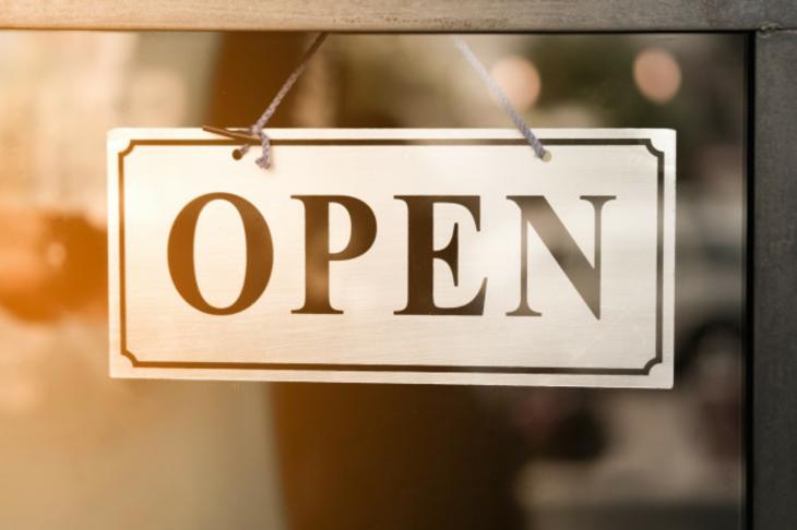 Reti di impresa, negozi di prossimità e mercati rionali.