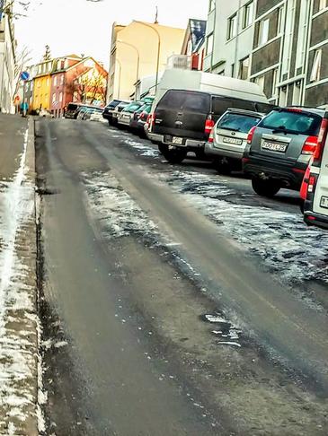 Þingholt: Einstefnuakstursgötur og skástæði