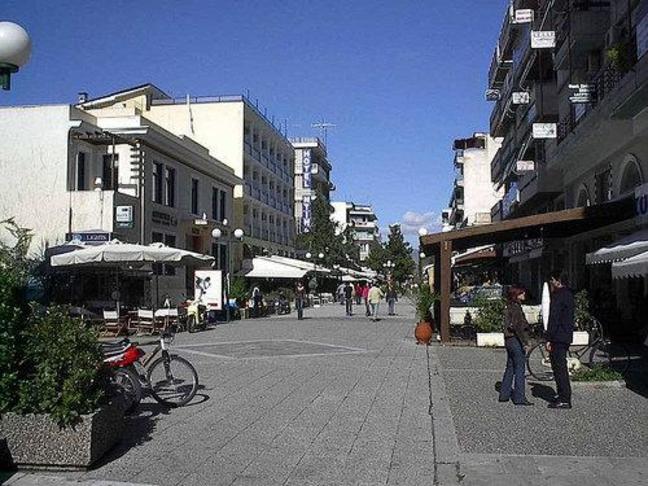 Πεζοδρόμηση περισσότερων οδών γύρω από την πλατεία