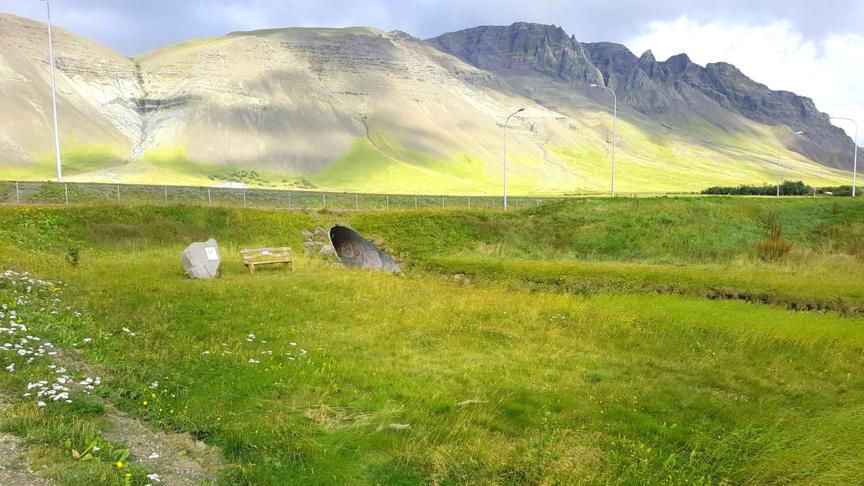 Trappa og skábraut við Barnalundinn
