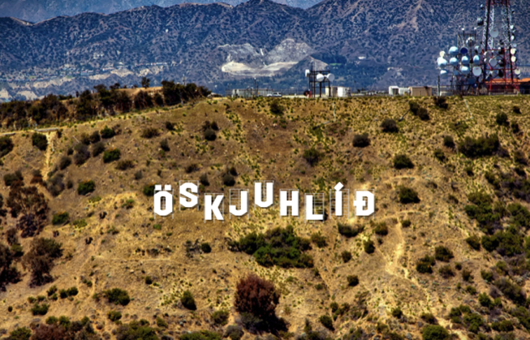 """""""Hollywood"""" skilti í Öskjuhlíð"""