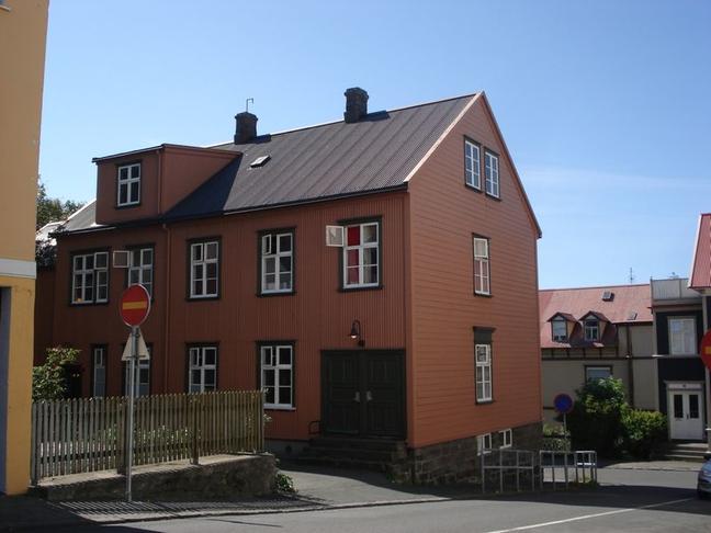 Menningarminjaskilti við Farsóttarhúsið í Þingholtsstræti