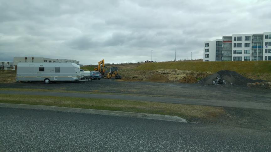Laga aðkomu að Þingahverfi - orðið að geymslusvæði