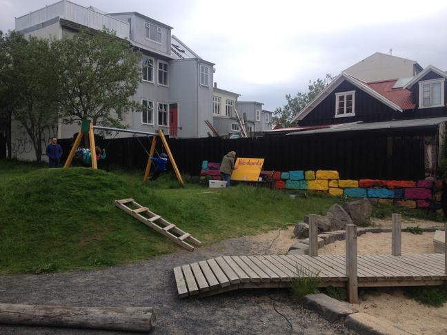 Lýsing, vatnspóstur og klifurgrind fyrir  í Nýlendugarð