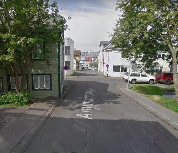 Breikka gangstéttir á Amtmannsstíg og gera að einstefnugötu