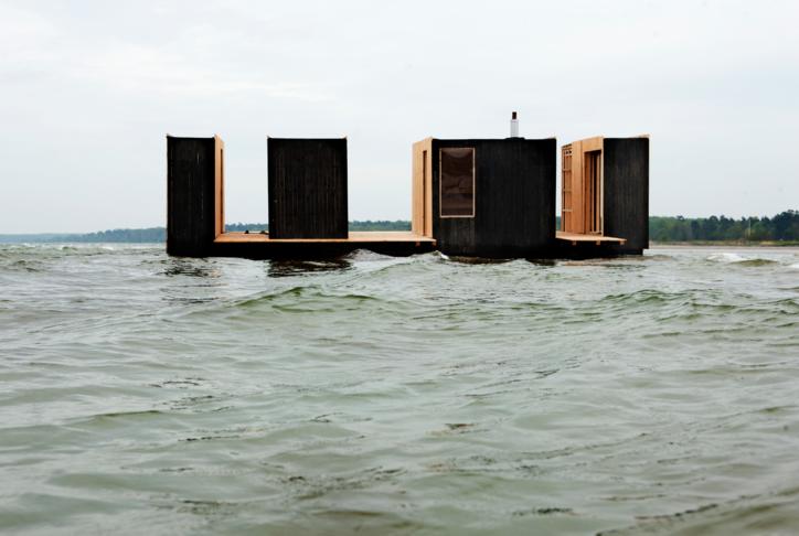 Fljótandi sauna í Nauthólsvík