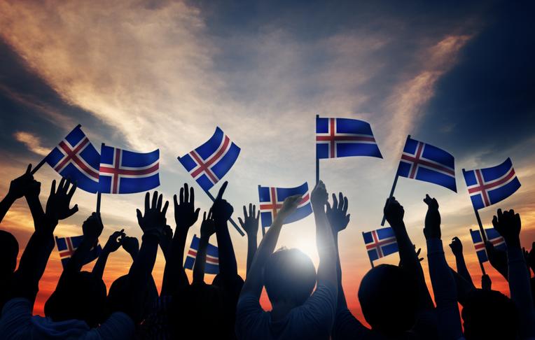 Þjóðaratkvæðagreiðslur um umdeild mál og mikilvæg.