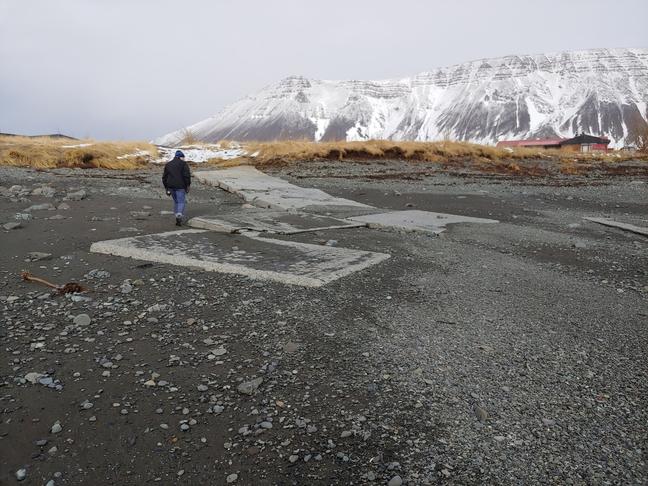 Rampur í Hofsvíkurfjöru