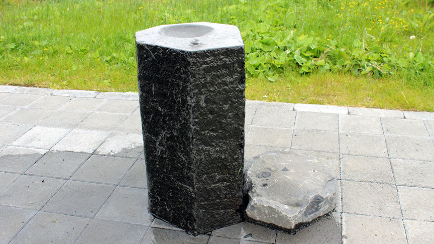 Vatnspósta við göngu- og hjólastíg.