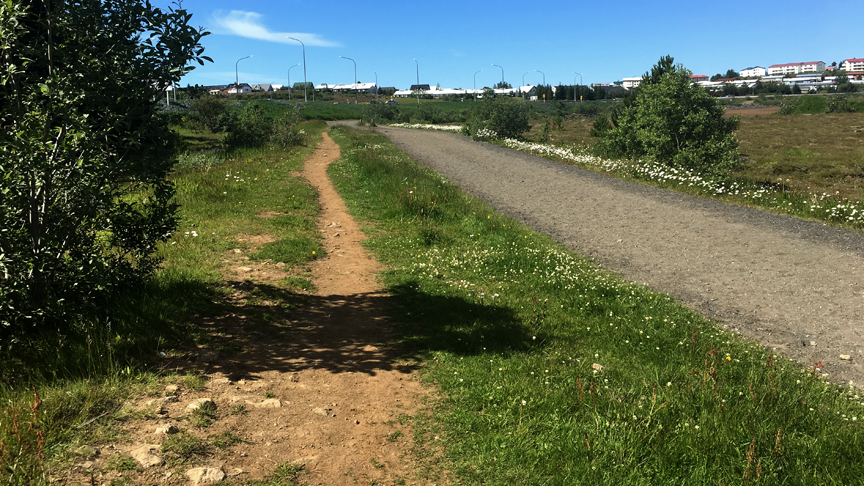 Gera malbikaðan göngustíg í kringum Rauðavatn