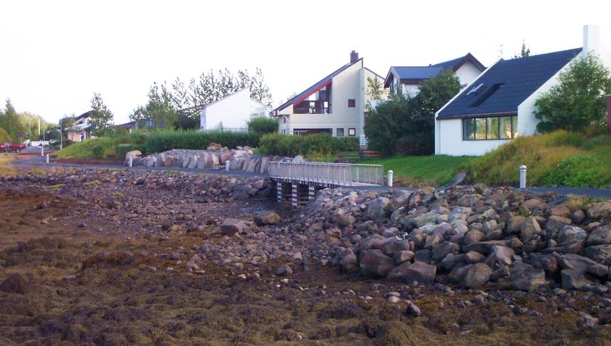 Tvöfalda göngubrú á norðanverðu Kársnesi