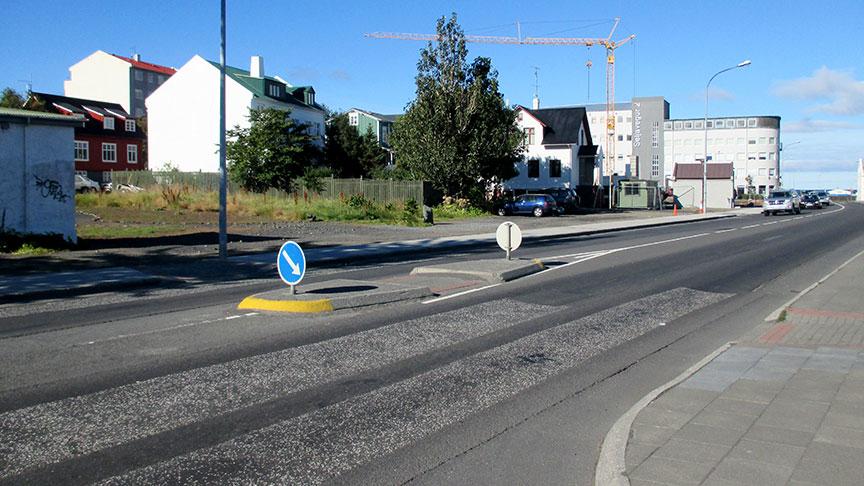 Gangbraut yfir Mýrargötu að Hlésgötu.