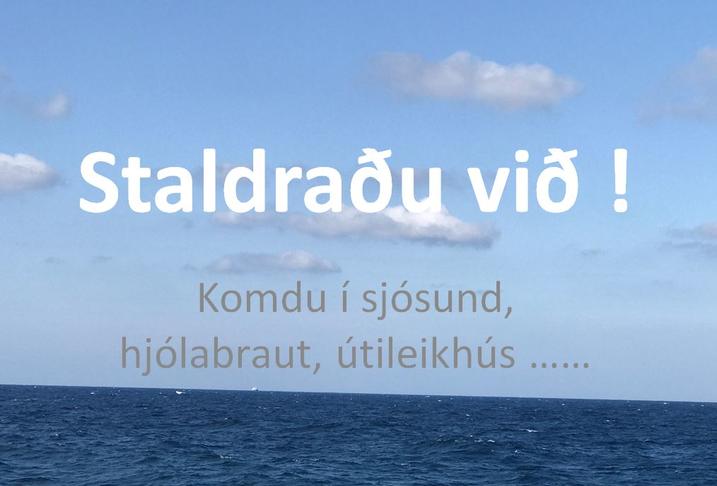 Skilti við veginn sem hvetja fólk til að staldra við