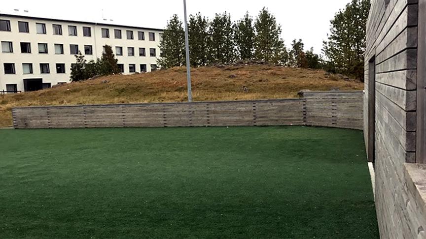 Sparkvöll/gervisgras við Laugalækjarskóla