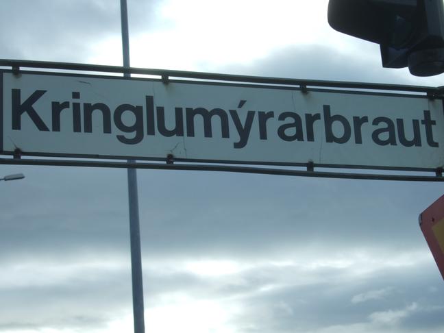 Hljóðmön beggja vegna Kringlumýrarbrautar