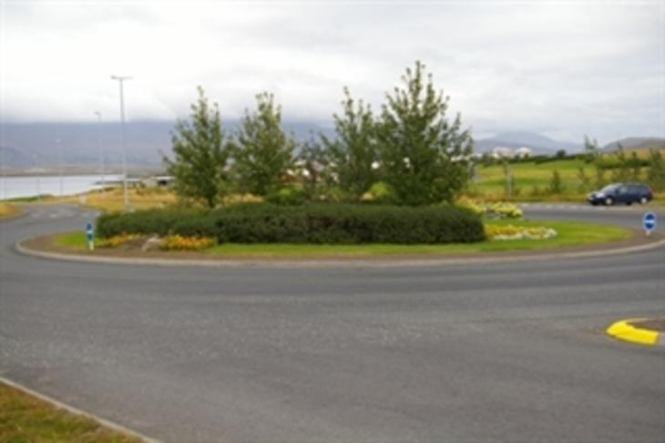 Fegra hringtorgin í gegnum Mosfellsbæ