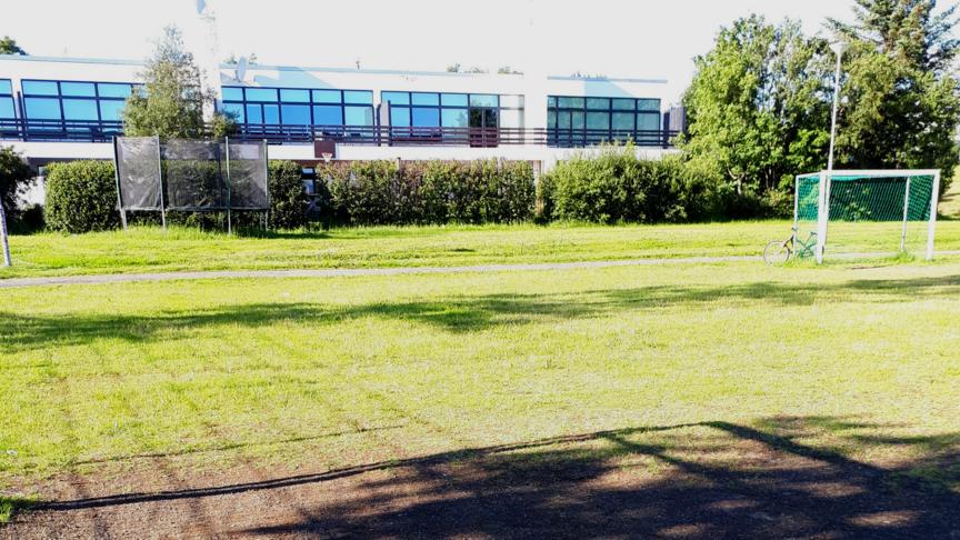 Sparkvöllur á opnu svæði milli B-landa og G-landa (Maló)