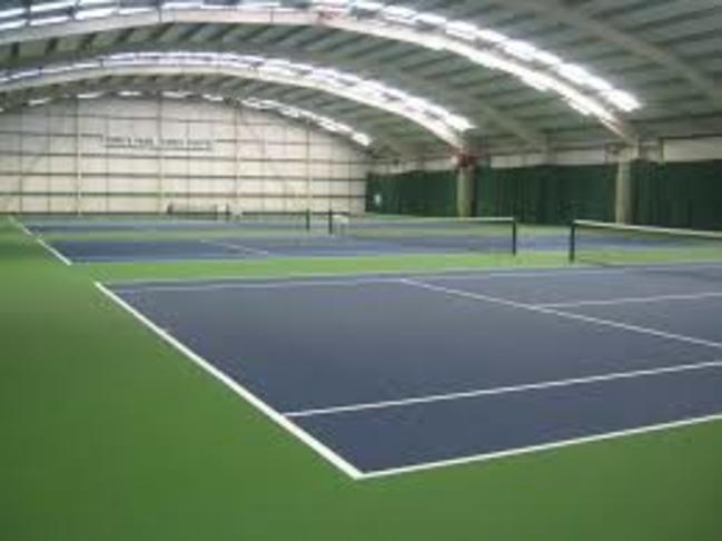 Innanhús tennisvellir