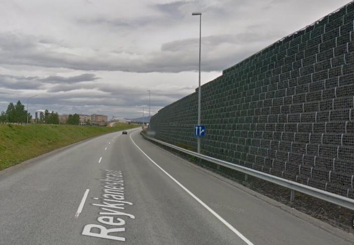 Steinveggur á milli Hæðahverfis og Hnoðraholts
