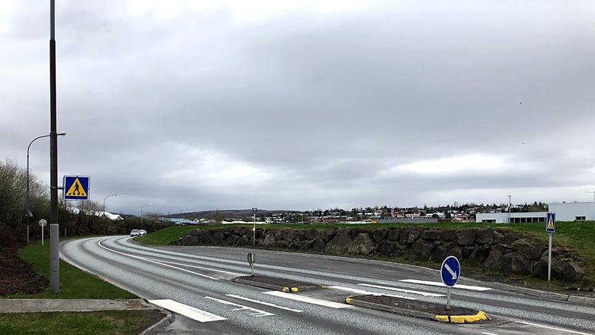 Göngustígur frá Maltakri að stoppustöð Strætó á Bæjarbraut.