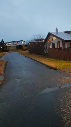 Biðskyldu í Viðarás