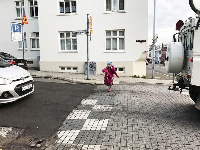 Lokun Bergþórugötu við Austurbæjarskóla við upphaf skóladags