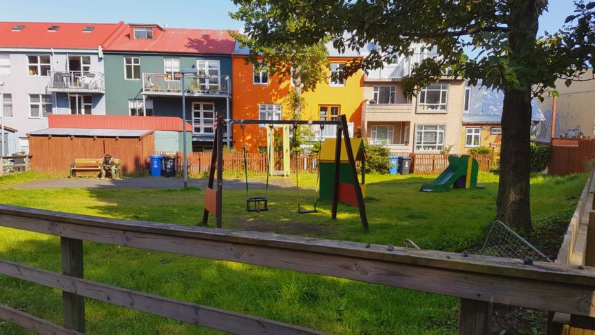 Yfirhalning Bjarnarstígsróló og hlið til að auka öryggi barn