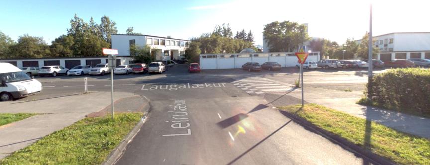 Gönguljós við gatnamót Laugalæks og Leirulæks