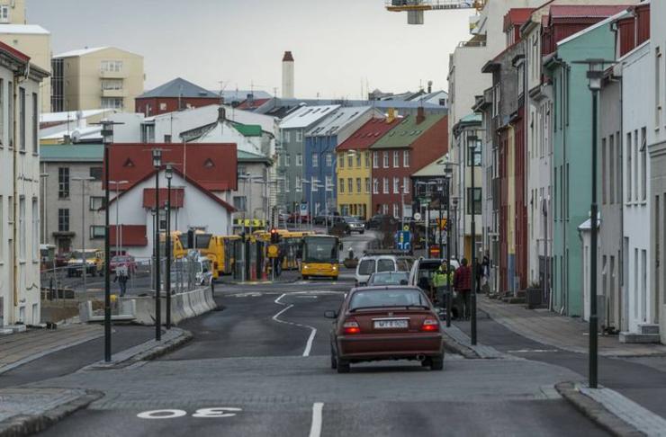 Breiðari gangstétt við Hverfisgötu