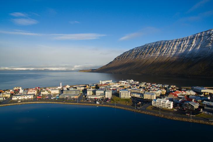 Tenging miðbæjar við hafnarsvæði og Torfnes