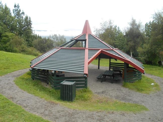 Skýli eða opinn skáli í Grundagerðisgarði