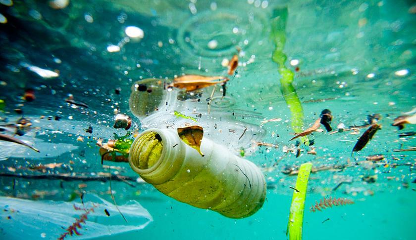Byrjum að flokka og safna plasti**Zacznijmy zbierac plastik