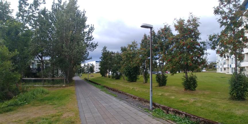 Lýsingu við göngustíg frá Listabraut upp að Austurveri