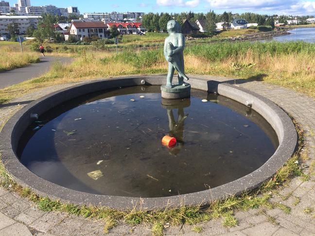 Lagfæra og gangsetja gosbrunn við Nesti í Fossvogi.