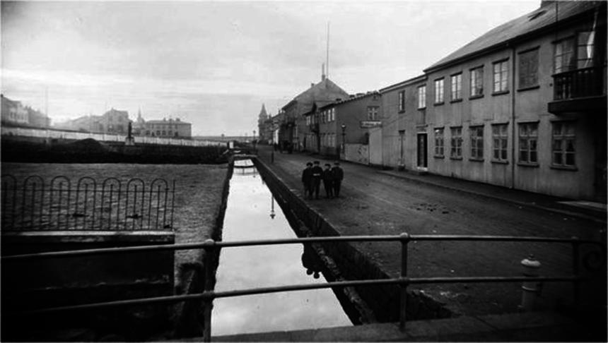 Lækurinn við Lækjargötu.