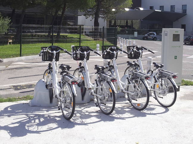Δημιουργία σταθμών με ηλεκτρικά ποδήλατα και scooters