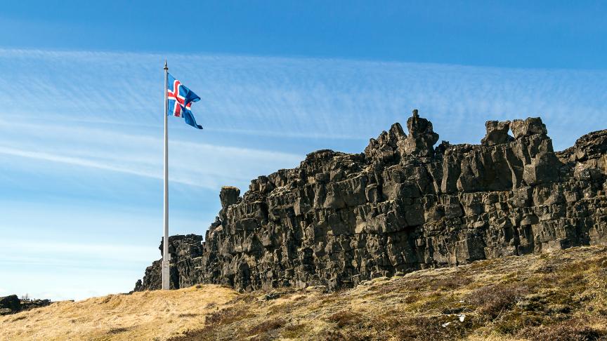 Dómstólar, stjórnarskrá og lýðræði