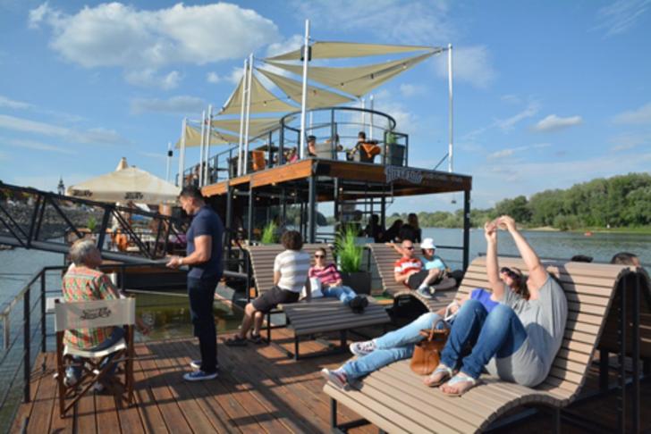 Úszóművek és további stégek kiépítése a Dunán