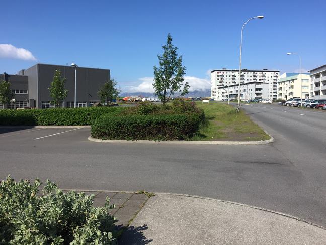 Gangstíg við Listaháskóla Íslands.